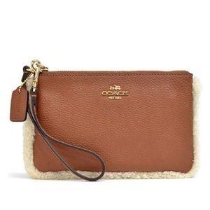 🆕 Coach pebble leather shearling wristlet wallet